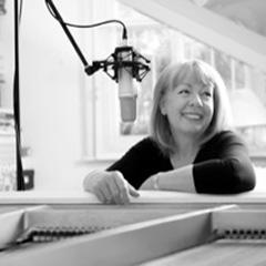 突然の死から1年。世界一ジェントルな歌声、ジャネット・サイデルの貴重な未発表音源集の発売が決定。